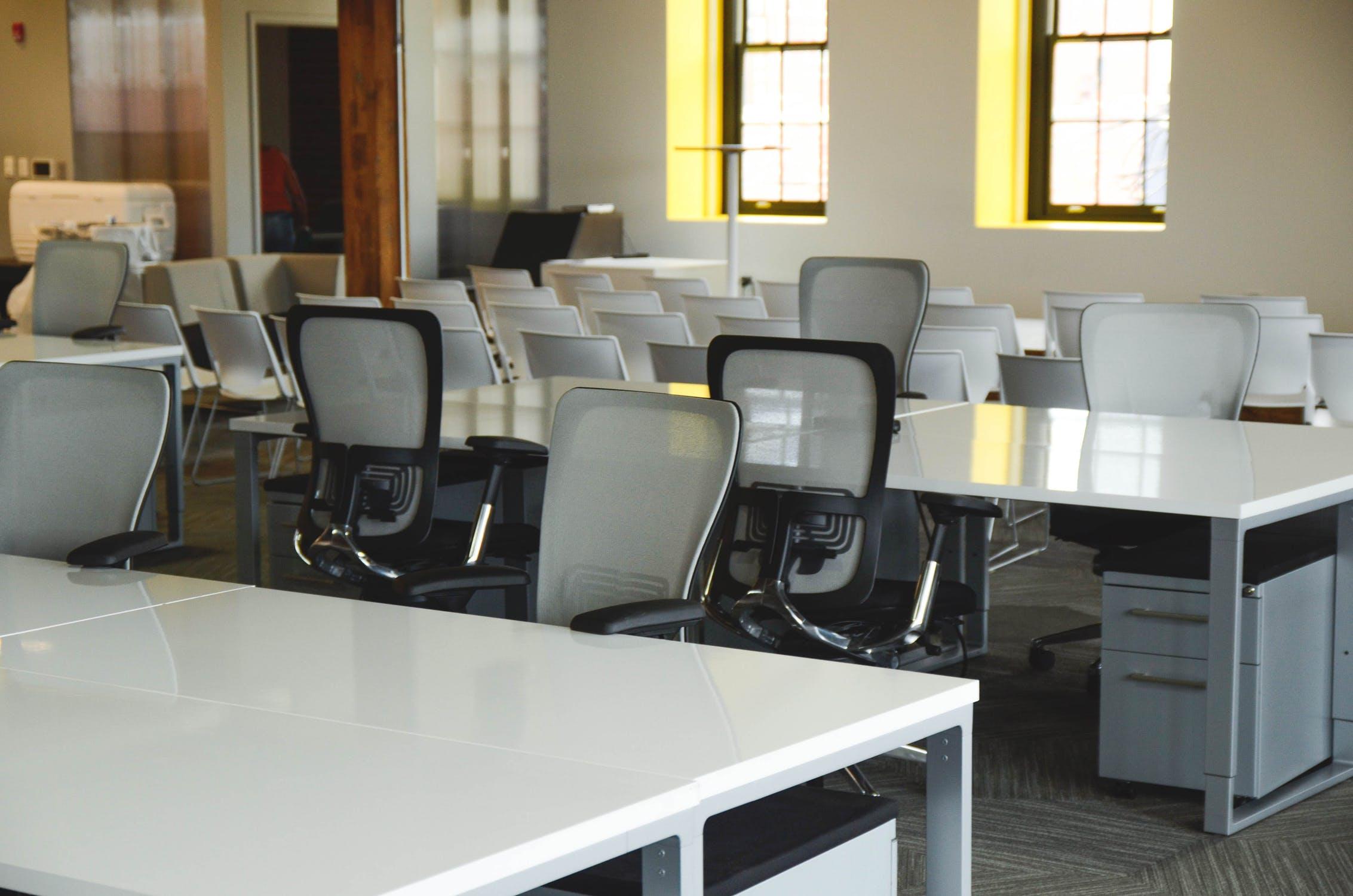 ¿Cómo escoger la silla de oficina para evitar dolor de espalda?